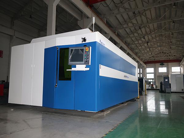 10 20mm karbonlu çelik fiber lazer kesim makinesi