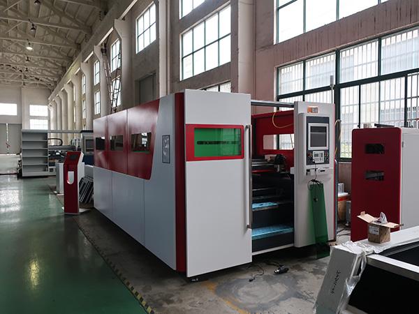 Müüa 1325 1530 500w 750w 1000w 1500w 2000w 4mm roostevabast terasest automaatset rauast lehtkiust lasermetalli lõikamismasinat