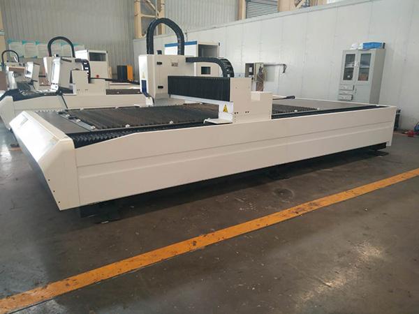500W 1000W 2000W د سټینلیس فولادو کاربن فولاد اوسپنې فلزي لیزر کښینولو ماشین قیمت د فابریکې قیمت لپاره 3years warrty