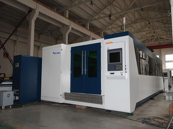 Découpeuse de laser de feuille de métal de 500w et coupeur de laser de tuyau de commande numérique par ordinateur