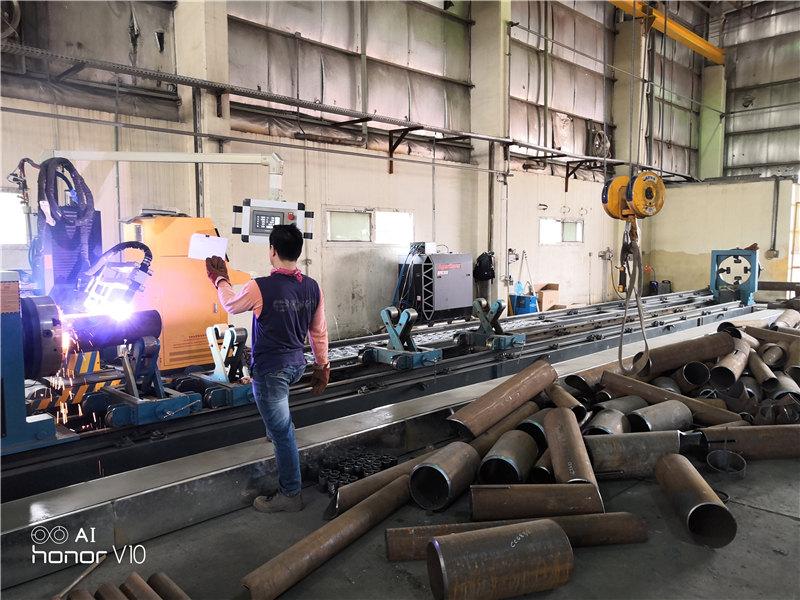 Stroj za rezanje čelika za rezanje metalnih cijevi za lasersko rezanje vlakana