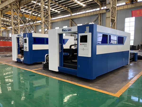 Macchina per il taglio laser a fibra di materiale applicabile in metallo CNC