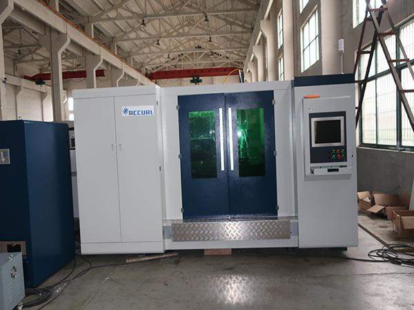 Hot sale model 4000w fiber laser cutting machine