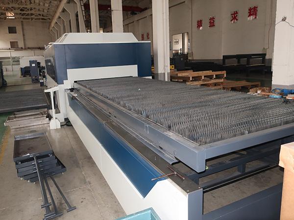 usine fournir directement machine de découpe laser fibre d'acier au carbone de Chine
